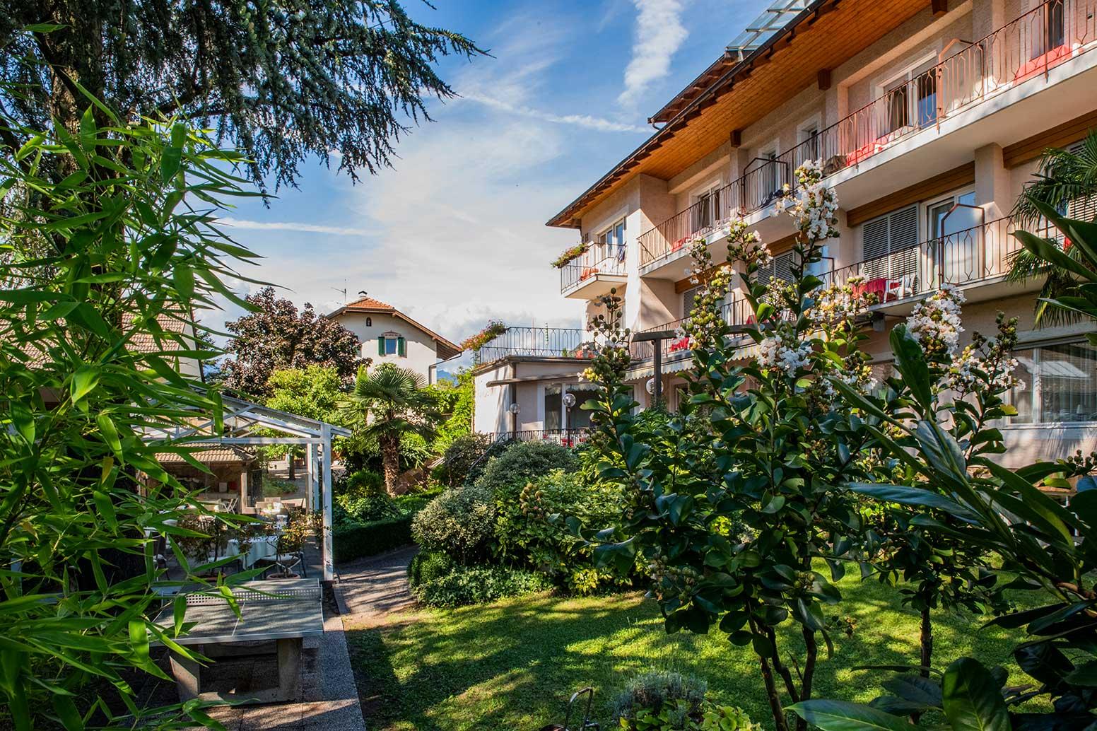 hotel-Weingarten-garten-blumen