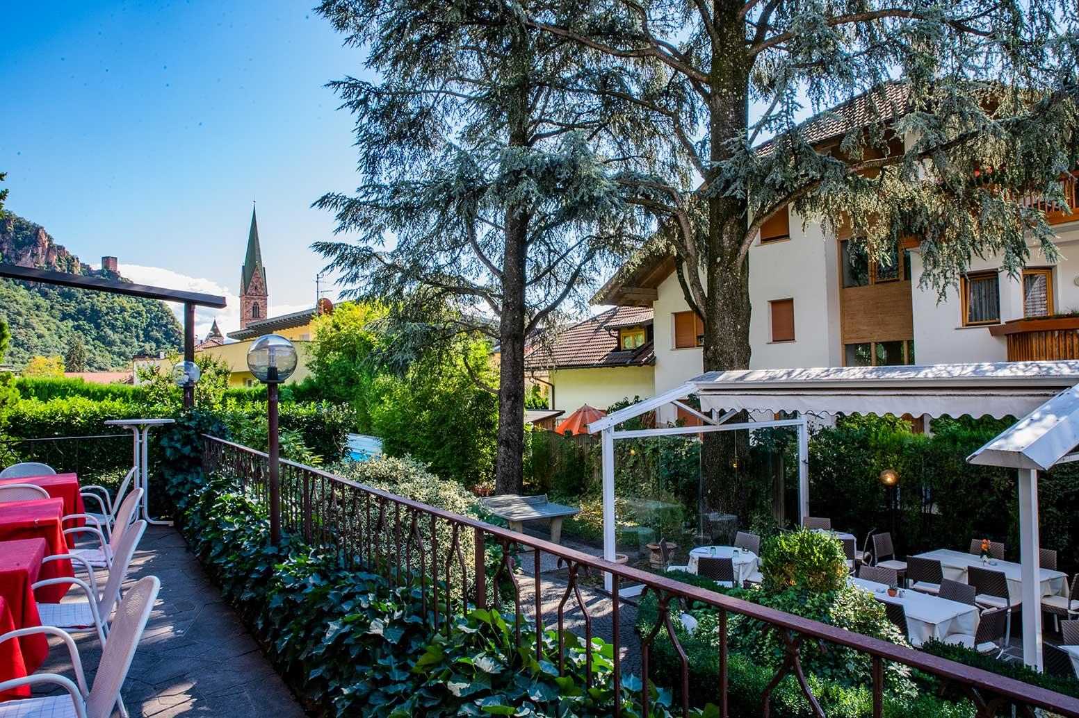 hotel-Weingarten-restaurant-garten-3